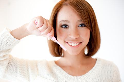 写真素材足成 歯磨きをする女性