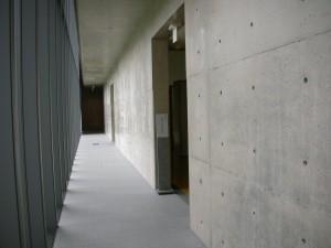 無機的な回廊